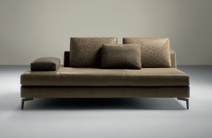 Come pulire il divano in pelle bernardi arredamenti l 39 aquila - Pulire divano in pelle ...